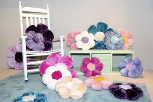 Flauschig samtweiche Flower Power Kissen in verschiedenen Farben und Größen - Bild im Querformat