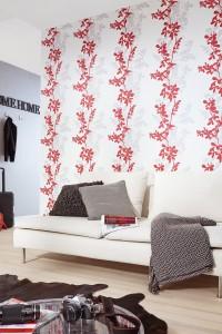 Tapete mit roten und hellgrauen Blumenranken auf Weiss Creme