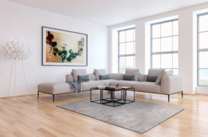 Eleganter schlichter Desingerteppich in taupe Farbton im eleganten Wohnzimmer.