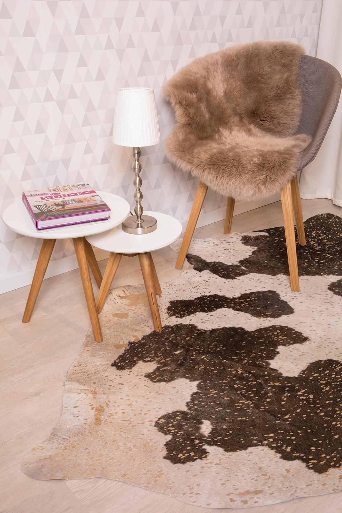ziegenfell teppich stunning schaffell fell teppich weiss creme raumbild reinkemeier schaffell. Black Bedroom Furniture Sets. Home Design Ideas