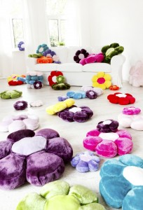 Flauschig samtweiche Flower Power Kissen in verschiedenen Farben und Größen